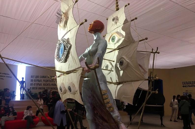 На лабутенах – …ах! Настасья Самбурская на выставке Дали на людей посмотрела и себя показала